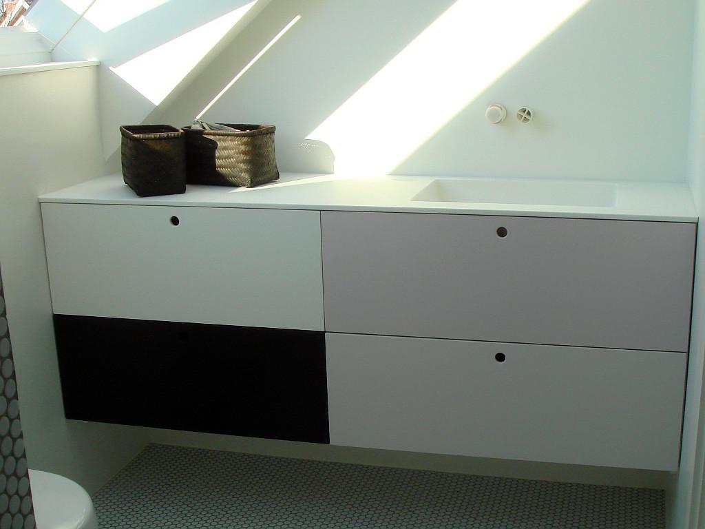 Badeværelse Møbel med Isvejst Corian Vask