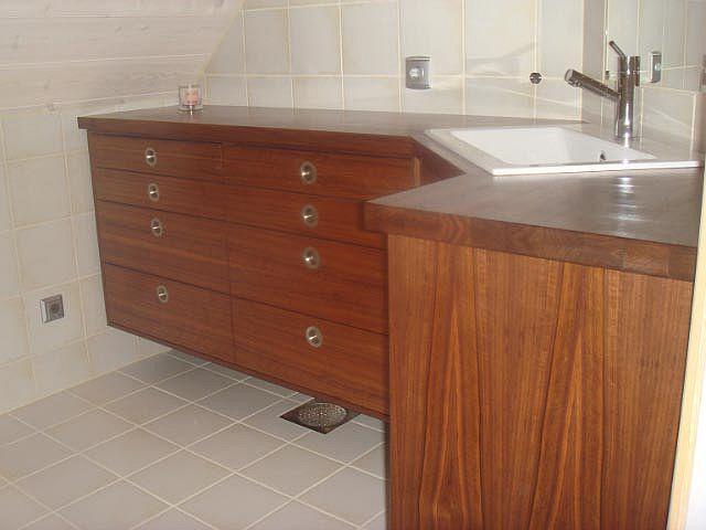 Valdnød Træ brugt i Badeværelses-Møbler