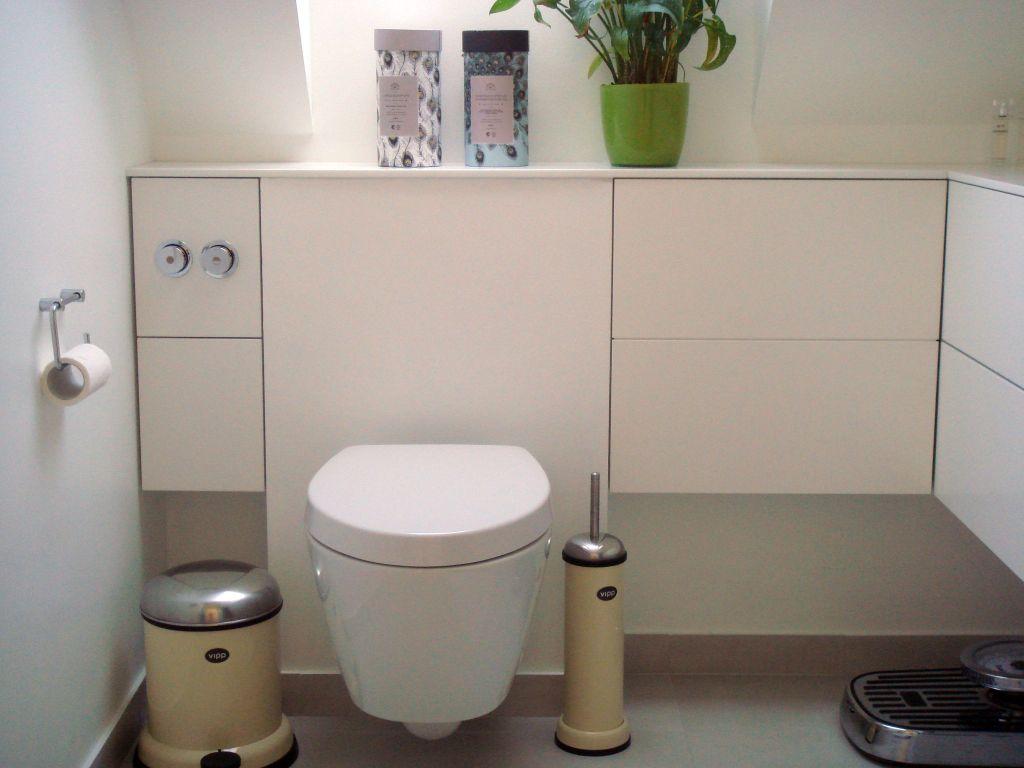 Frithængende Badeværelsesmøbler