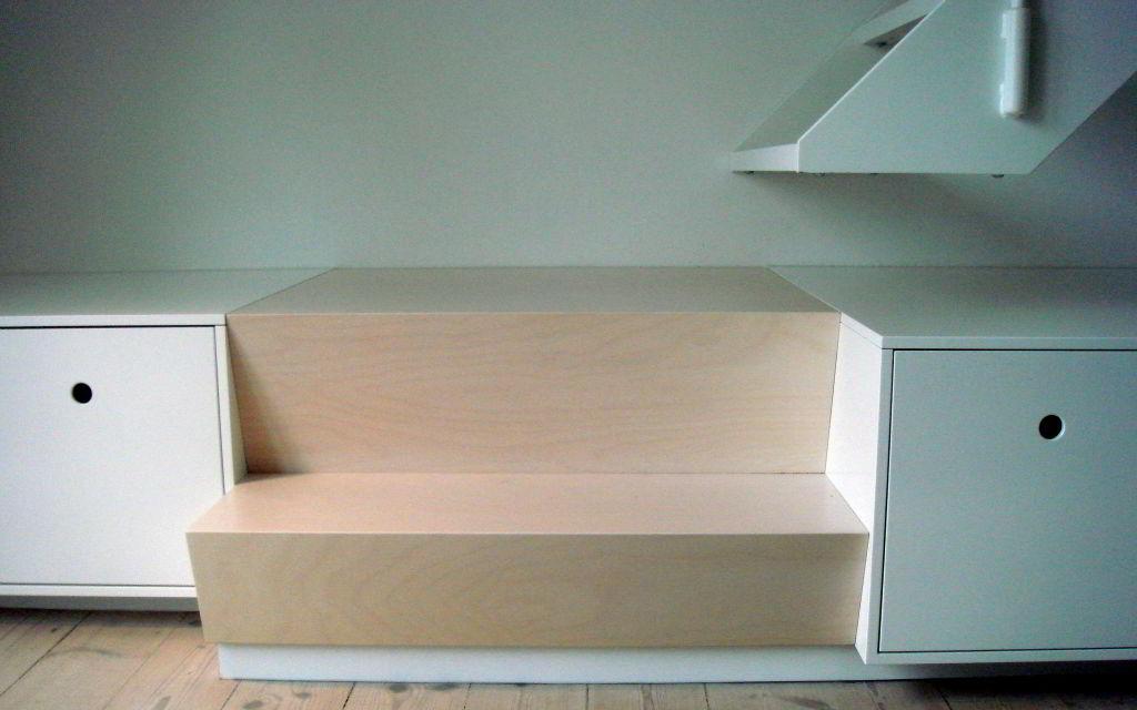 Trappemøbel og hvidpigmenteret birketræ's trappe